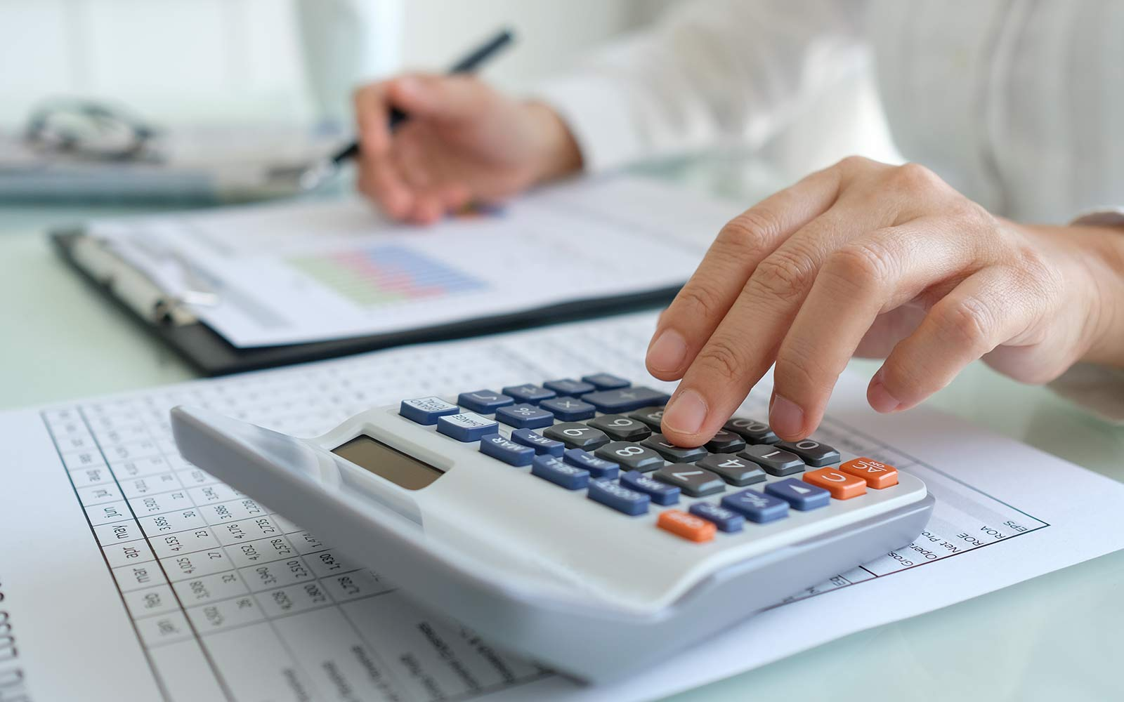entrepreneur doing business accounting