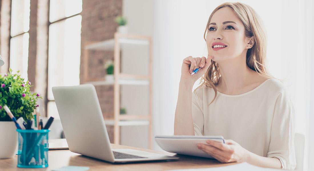 female business blogger